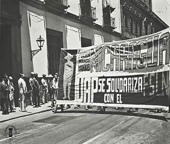 Manifestación universitaria en solidaridad con Nicaragua. Archivo Histórico BUAP. Colección Vida Universitaria