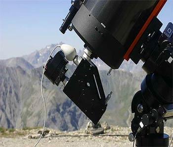 Un espectroscopio acoplado a un telescopio pequeño