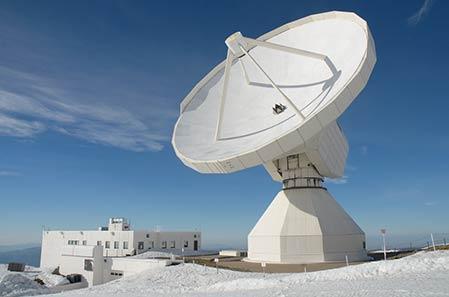 IRAM-30m, imagen tomada de · GTM Alfonso Serrano. La fotografía es de Ángel Flores https://c1.staticflickr.com/3/2827/8814170615_48c2d3b910_b.jpg