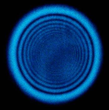 Distribución de luz de un laser después de atravesar un medio con un índice de refracción dependiente de la intensidad.