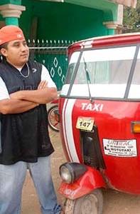 uan Carlos Chablé consiguió comprarse un mototaxi a su regreso de Estados Unidos. Foto: Mely Arellano. Imagen tomada de http://lado- be.com.mx/2015/09/especial-el-retorno-de-los- migrantes-mexicanos-la-crisis-que-viene/