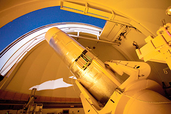 Cámara Schmidt de Palomar, imagen tomada de http://www.astro.caltech.edu/palomar/about/telescopes.html