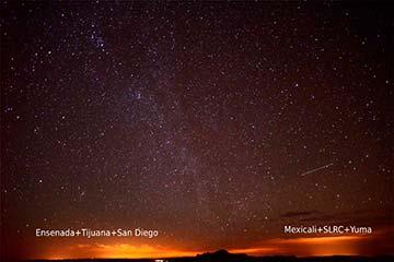 Fotografía de Ilse Plauchau, tomada desde San Pedro Mártir para ver los domos de luz que producen las ciudades cercanas