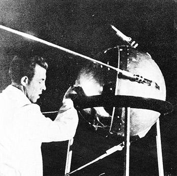 Imagen tomada de: http://www.esa.int/var/esa/storage/images/esa_multimedia/images/2007/10/sputnik_1_before_launch _in_october_1957/10243271-2-eng-GB/Sputnik_1_before_launch_in_October_1957.jpg