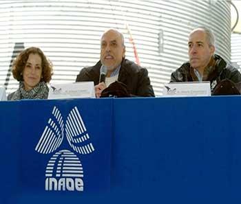 La Dra. France Córdova, el Dr. Enrique Cabrero y el Dr. Alberto Carramiñana
