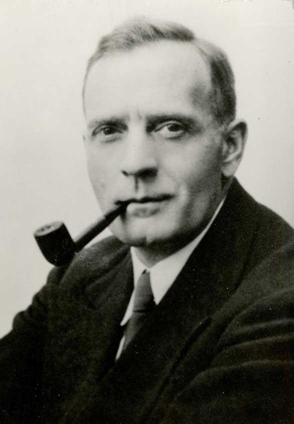 Edwin Powell Hubble , imagen tomada de http://learn.fi.edu/learn/case-files/hubble/full/undated_hubble_portrait.jpg
