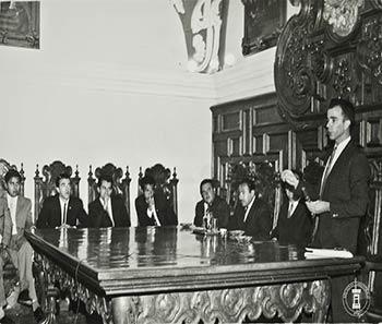 Mesa redonda para celebrar el 4 aniversario de la Reforma Universitaria. Virgilio Beltrán. Archivo Histórico BUAP. Colección Vida Universitaria