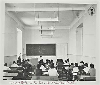Nueva aula de la escuela de Física. Archivo Histórico BUAP. Colección Vida Universitaria