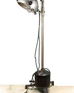 La lámpara de Finsen significó un gran avance en relación con el raquitismo en las zonas con escasa radiación solar; imagen tomada de http://hicido.uv.es/Expo_medicina/Terapeutica_XIX/radiologia.html