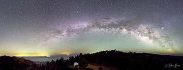 Vista hacia el norte desde el Observatorio Astronómico Nacional en San Pedro Mártir, BC. La ciudad al fondo izquierda es Mexicali. Crédito: S. Guisard 2012