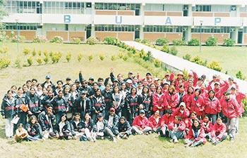Encuentro de alfabeti- zadores de la Campaña de Alfabetización BUAP 2003. Foto: CUPS