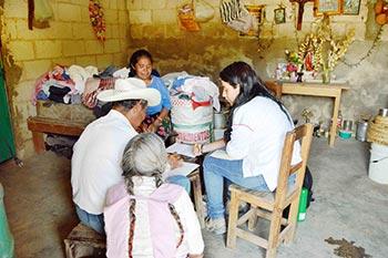 Sinaí Ocampo en clase de alfabetización.