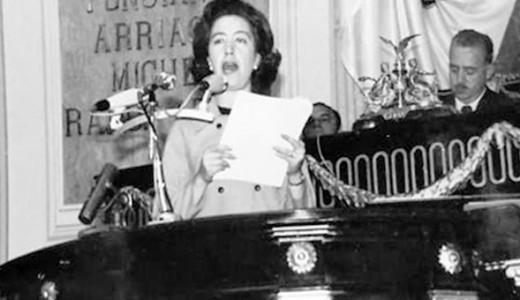 María de los Ángeles Grant Munive en la tribuna del Congreso.